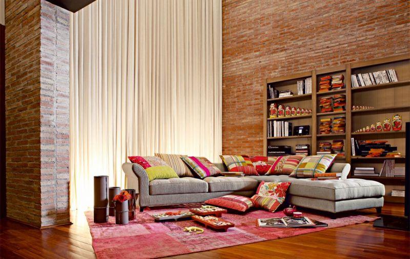 Ruang baca dengan ornamen bata